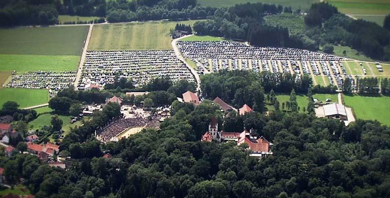 Schloss Kaltenberg Luftbild Parkplatz